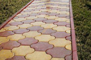 тротуарная плитка Бордюр садовый вибролитой